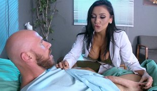 Breathtaking dark-haired playgirl in her hospital-penetration adventure