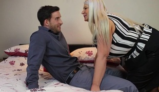 Biggest breasted English mommy fucking and engulfing her arse off
