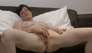 Sexually excited MILF Masturbating Fleshy Fur pie to