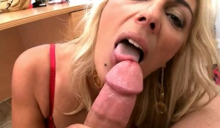 Blond chica Jazella Moore receives her sexy warm hands wildy screwed