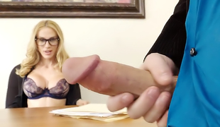 MILF Sarah Jessie Demands to Engulf Employee's Cock Now!
