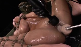Esmi Lee Earns a Facial Spunk fountain Sadomasochism