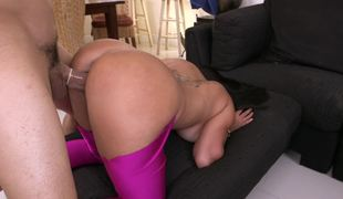 Bubble wazoo in tight leggings is too hot to not fuck it hard