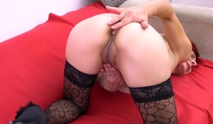 Patterned stockings are sexy on a fingering mature doxy