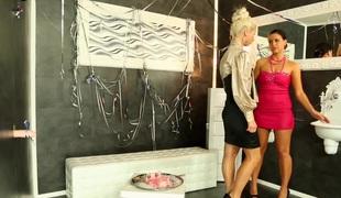lesbisk bukkake gloryhole