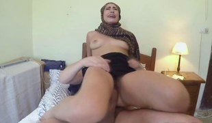 Arab slut reverse cowgirl amateur fucks riding