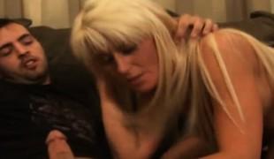 blonde hardcore milf dobbel penetrasjon gangbang