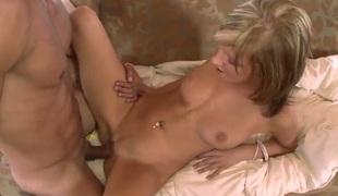 amatør tenåring naturlige pupper blonde deepthroat